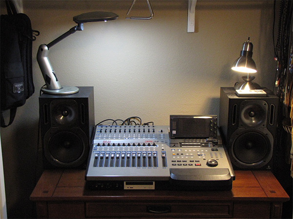 Mackie Onyx 1640 |  YAMAHA SM15 Monitors |  DBX 231 Graphic EQ